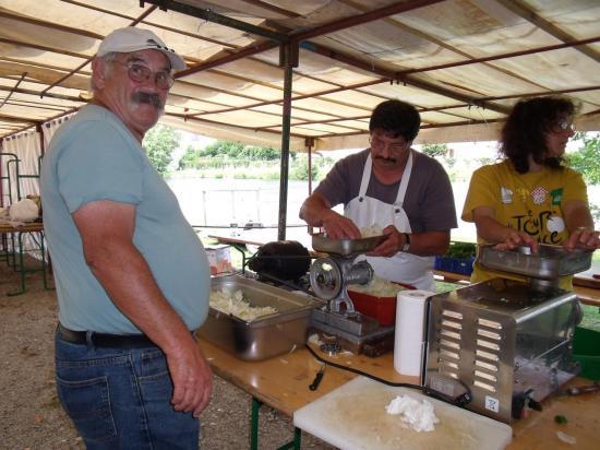 VG 2011 - préparation oignons pour le boudin