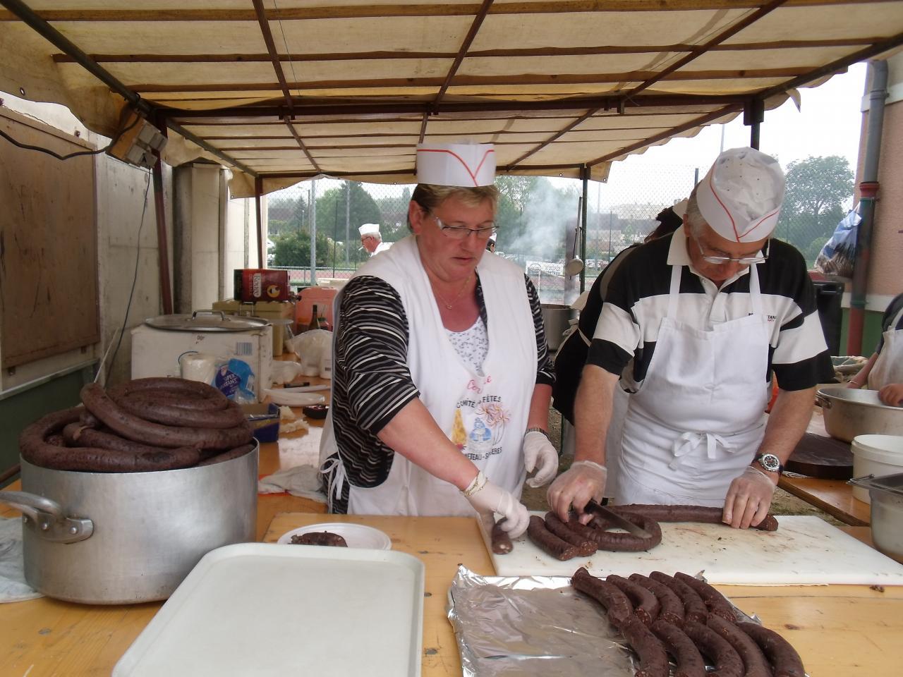 Vide grenier 2012 - préparation du boudin