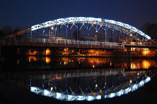 Pont by night